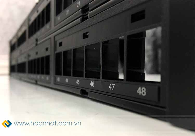 Khe cắm trên Patch Panel 48 Port